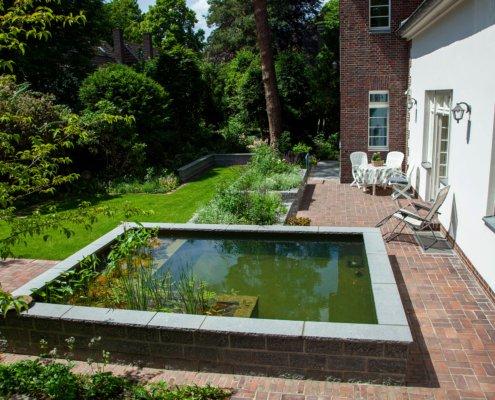 Teich im Garten, Terrasse Klinkerstein