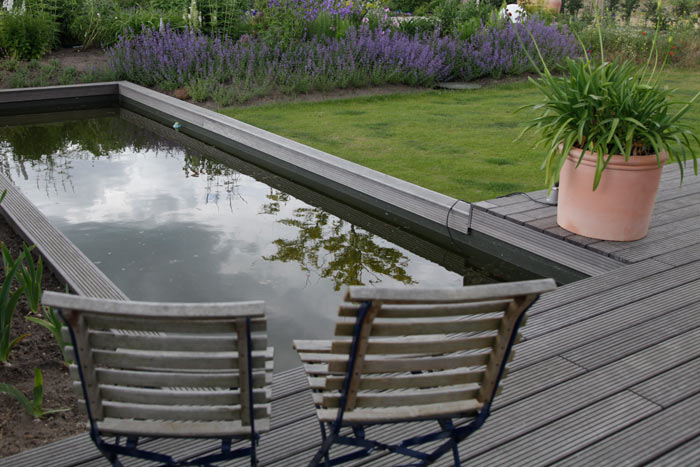 Reihenhausgarten und pool