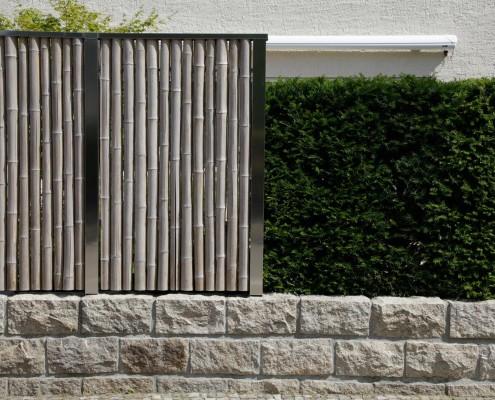 Sichtschutz aus Pflanzen und Bambus